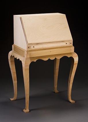 Lady's Writing Desk closed plywood, poplar